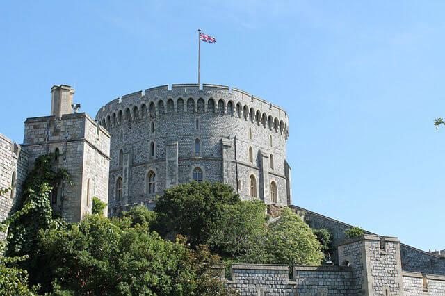 Chateau Windsor Drapeau