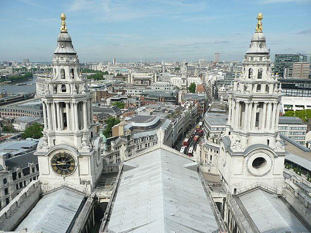 Les 2 tours de la Cathédrale avec au sommet un ananas