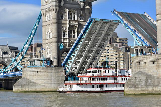 Tower Bridge Pont levée bateau