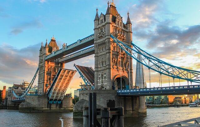 Tower Bridge levée pont