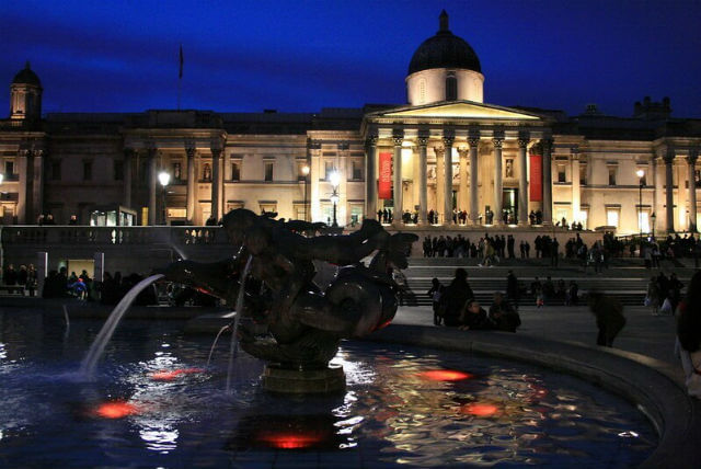 Image Trafalgar Square Nuit