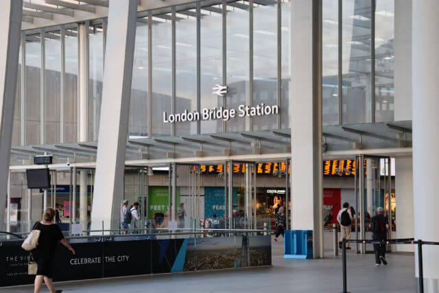 Entree station metro london bridge