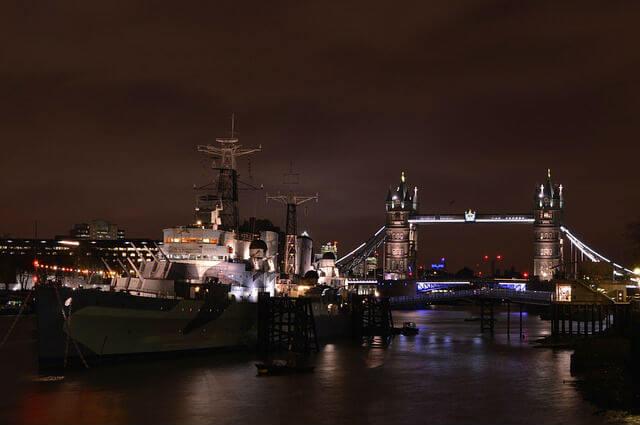 HMS Belfast nuit