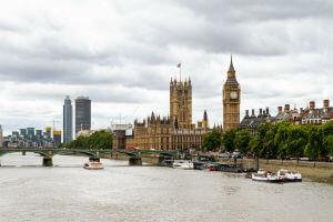 Big Ben et Palais Westminster depuis la Tamise