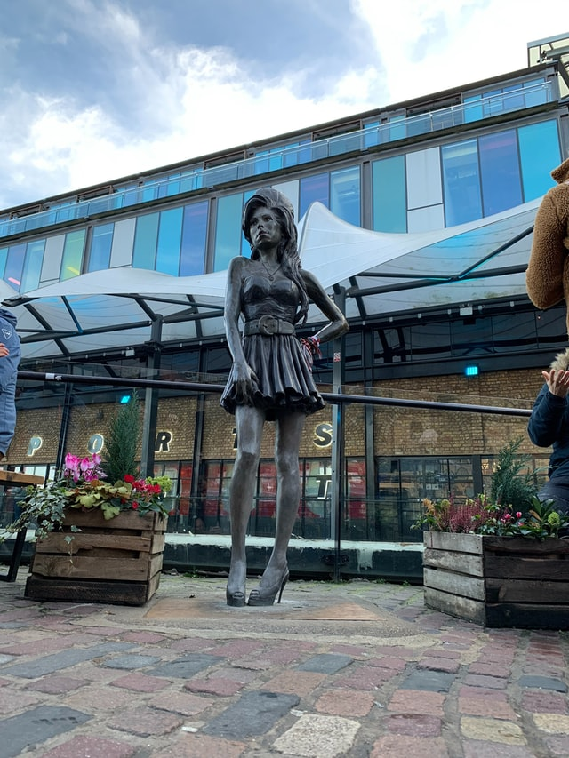 Statue Amy Winehouse Camden Town